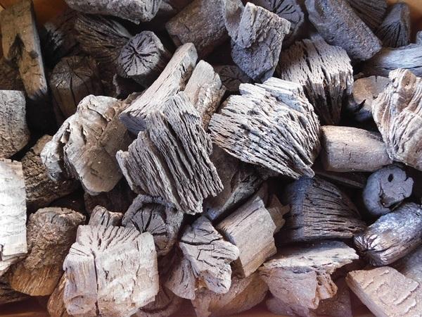 木炭 炭 大分の椚(くぬぎ)荒炭(5-10cm)4kg箱入り 生産地 大分県