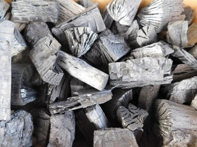 木炭 炭 大分の椚(くぬぎ)荒炭(5-10cm)8kg箱入り 大分県産 自社製